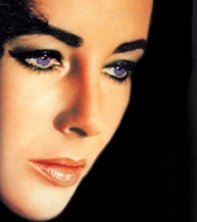 Elizabeth Taylor S Eyes Shown In 14 Rare And Stunning Photos Elizabeth Taylor Eyes Elizabeth Taylor Elizabeth Taylor Cleopatra