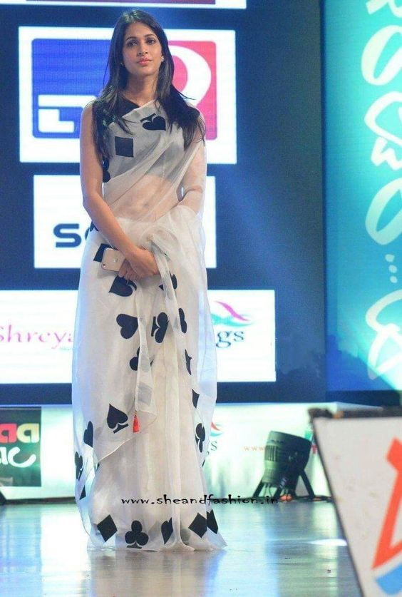 40 Evening Wear Saree Ideas Inspiration Stylish Sarees Saree Look Saree Blouse Designs We would like to introduce you some poses, style posing with detailed instructions to help you get a beautiful photo. pinterest