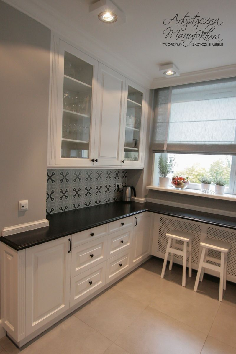 Custom White Kitchen Cabinets kuchnia klasyczna biała, kącik śniadaniowy kuchnie angielskie