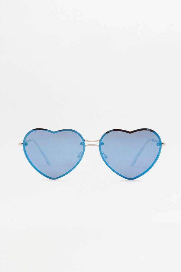 Achetez vite Lunettes de soleil effet miroir en forme de cœur sur Urban  Outfitters. Choisissez parmi les derniers modèles de marque en différents  coloris ... 900c7991ae27