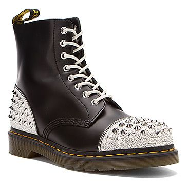 pianura salame Il loro  Doc Marten Dai Studded Cap Toe - traded out the white laces for black |  Boots, Studded shoes, Doc martens boots
