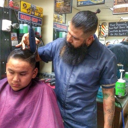 eliethebarber:  Here's a nice #snapshot my boi @barber_retep took of me in #Action ✨ #barberlife ✨ #barber #barbereye #barbering #barberpo...