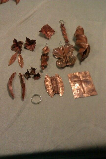 Her er lidt af hvad man kan lave på et weekend kursus om kobber foldning. Både spændende og lærerigt. Glæder mig til at bruge det i nye smykker.