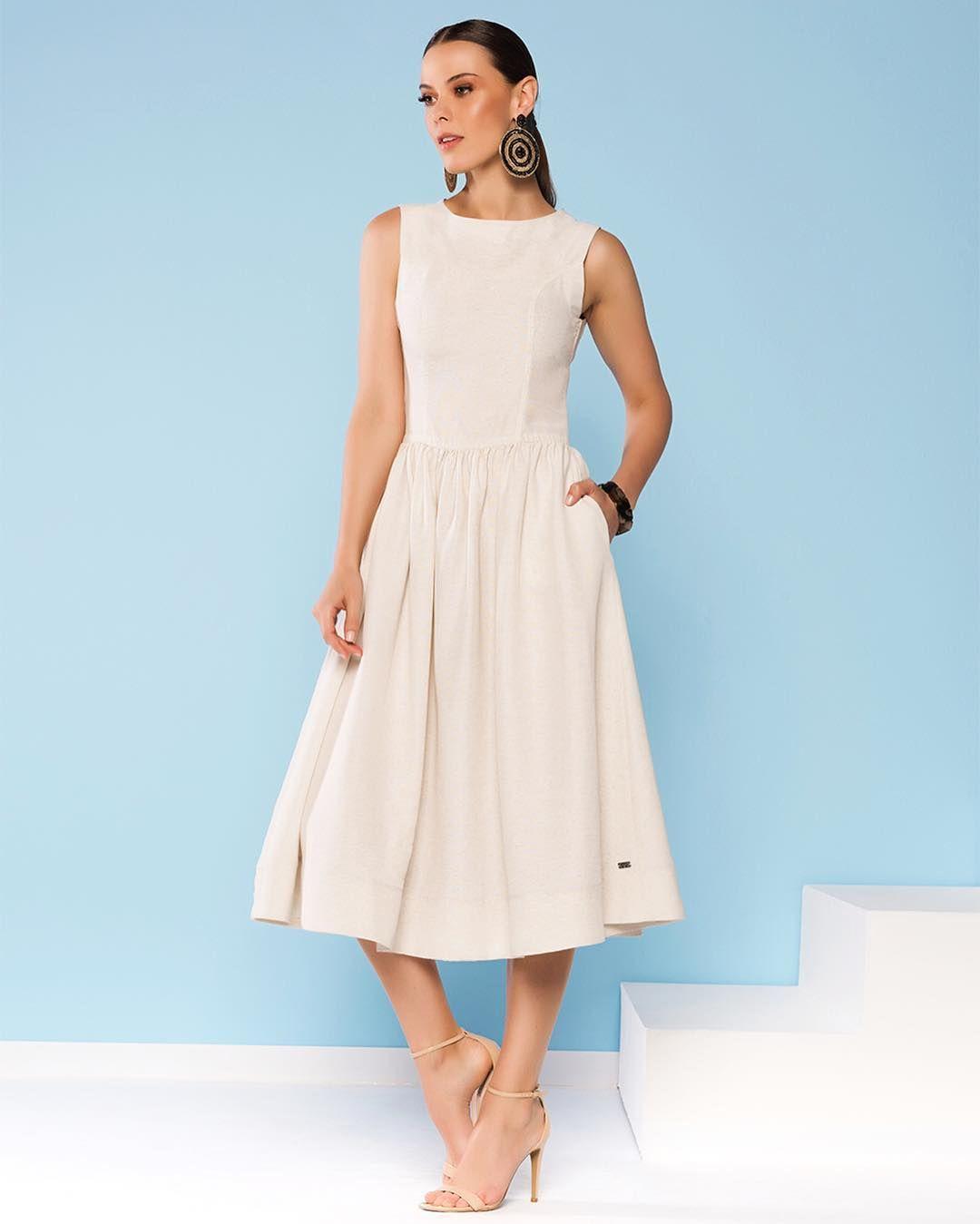 93b8106fe Invista na peça curinga inspirada na diva Audrey Hepburn  vestido  comprimento midi em linho cru