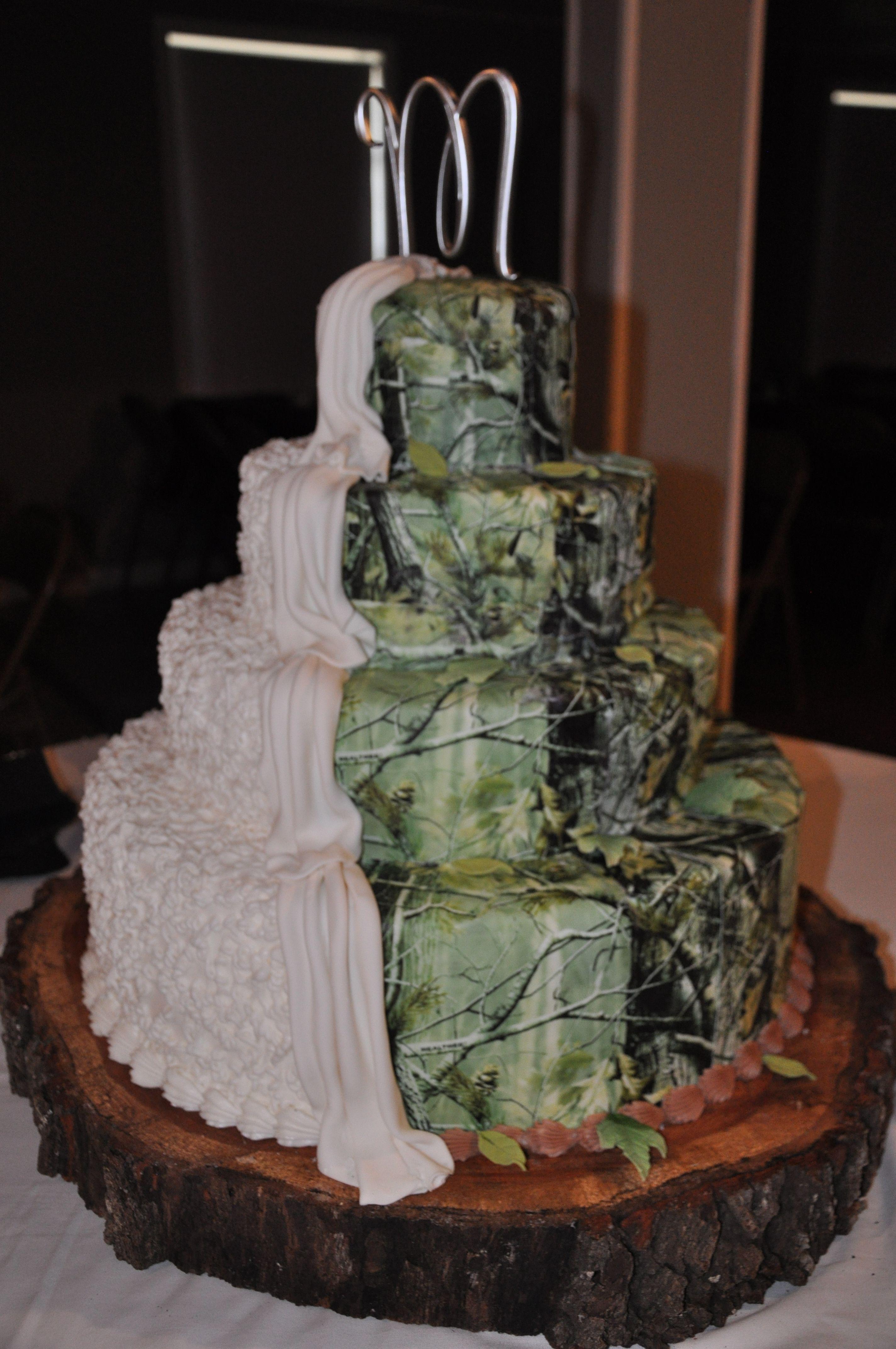 Camo wedding cake yeehaw wedding cakes pinterest wedding