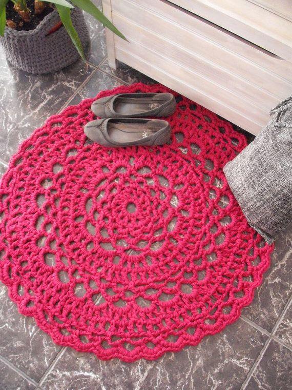 Pink rug - crochet doily   Alfombra circular, Trapillo y Ganchillo