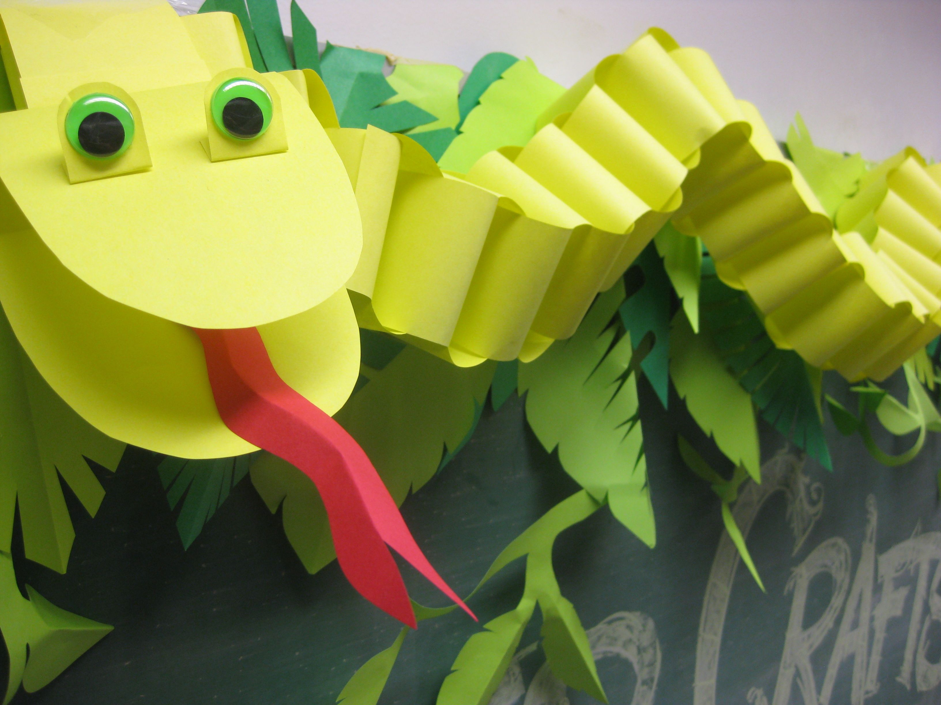 Best 25 lizard craft ideas on pinterest lizard image for Art and craft for school decoration