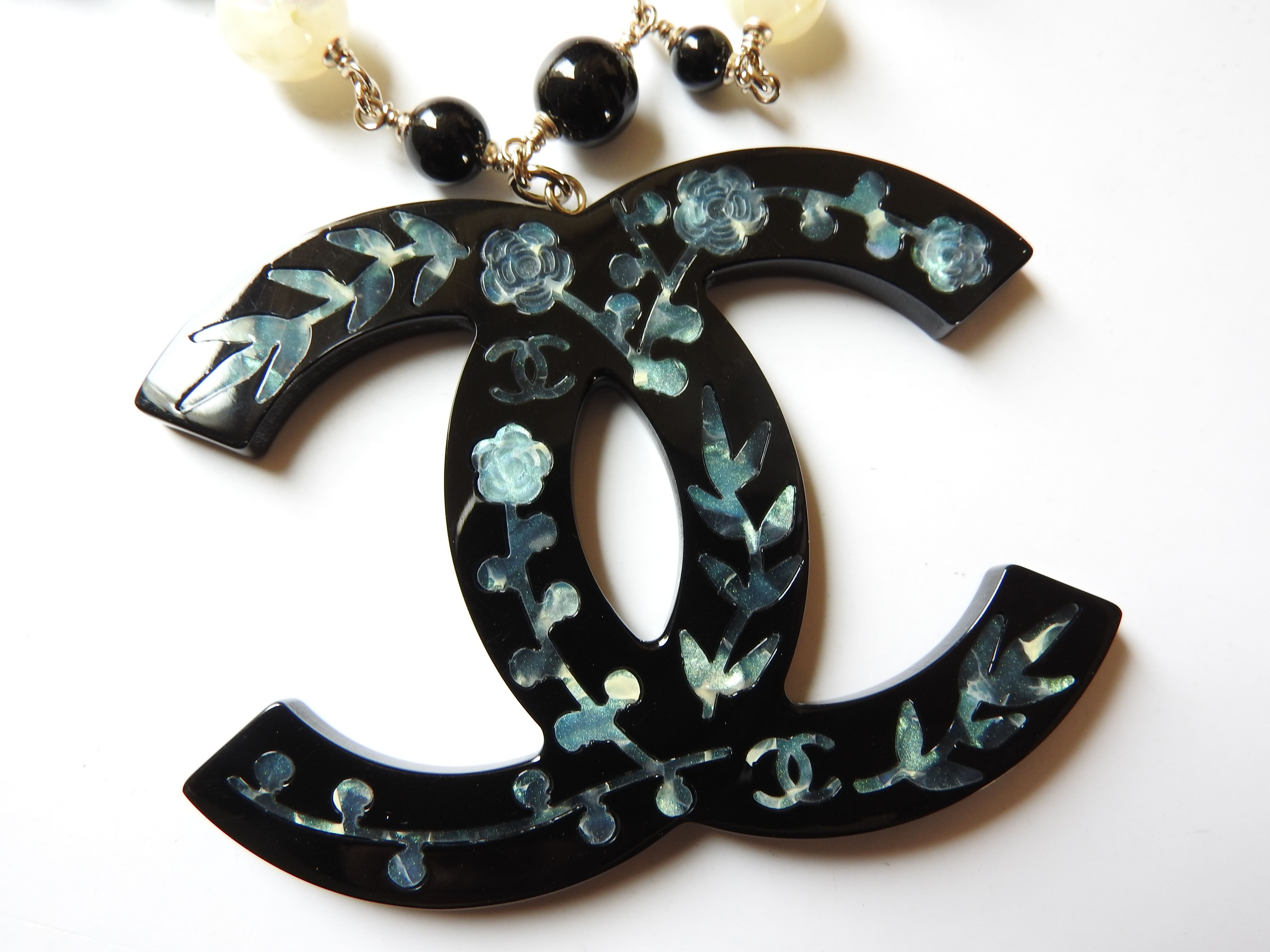 Chanel Paris-Shanghai oversized resin mother of pearl like liquid inlay glass bead necklace . Much beautiful than photo. A collector's piece.