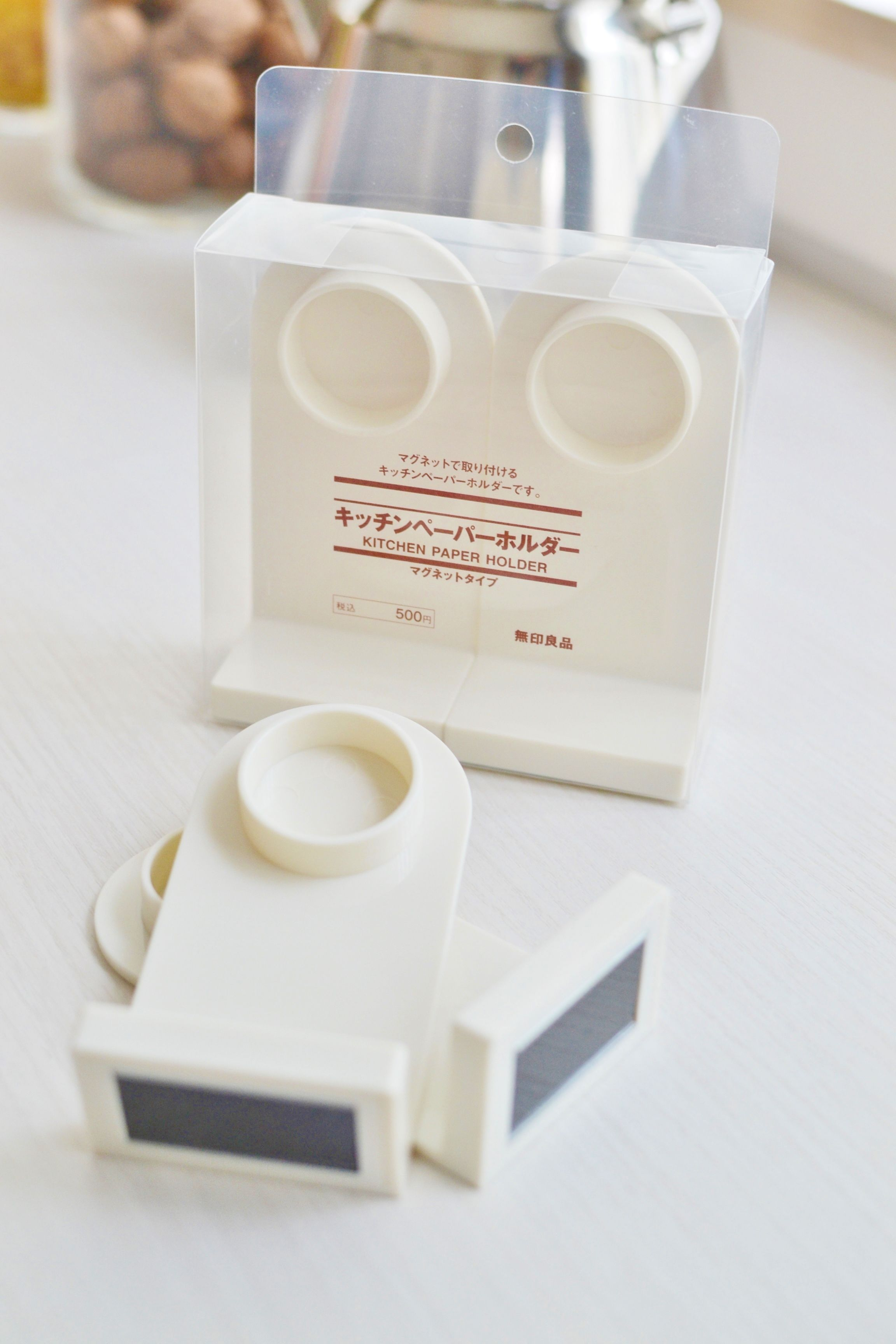 無印良品の キッチンペーパーホルダー が使える 収納のプチストレスをなくすテクニック Sumai 日刊住まい キッチンペーパーホルダー キッチンペーパーホルダー マグネット キッチンペーパー