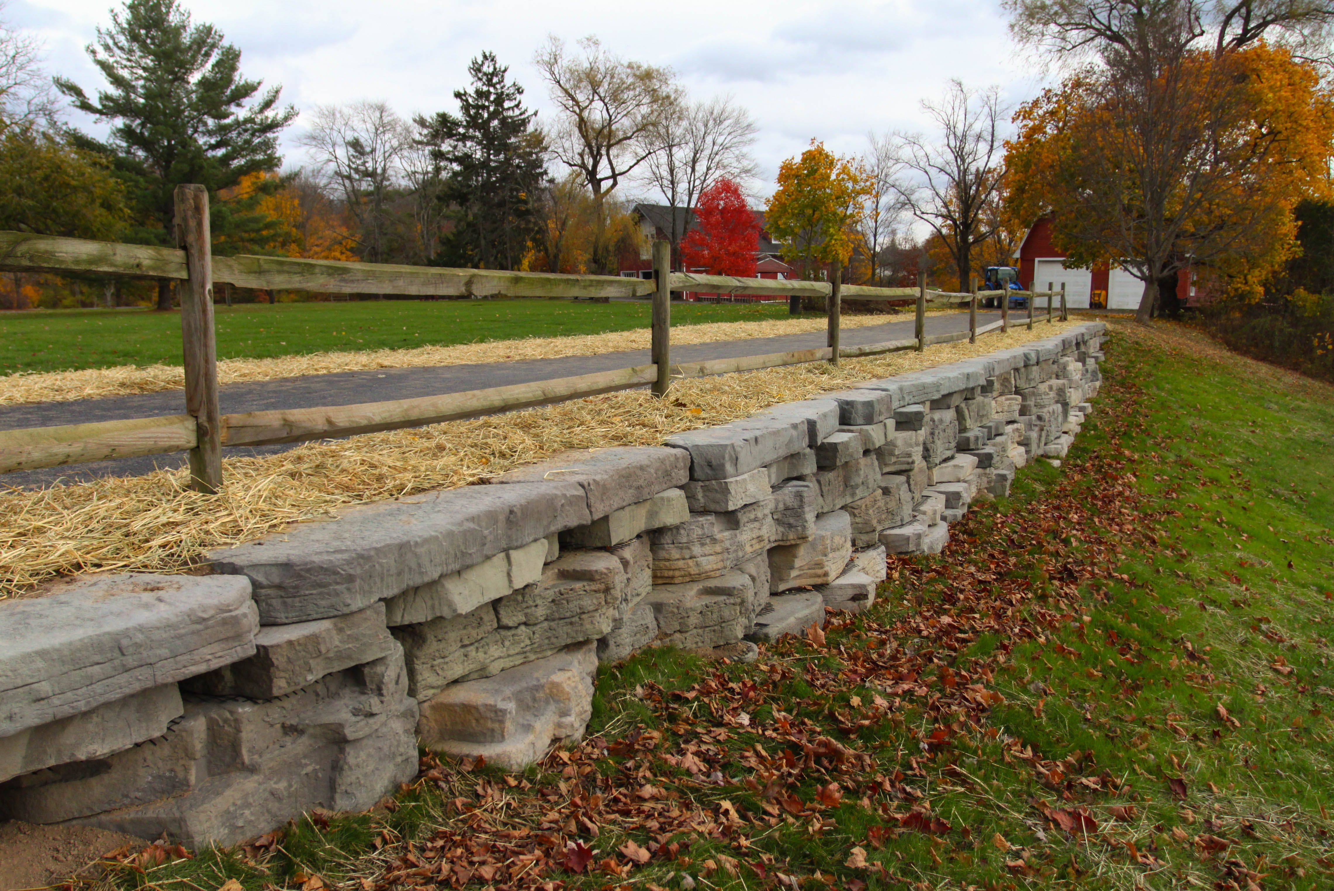 Rosetta Outcropping Retaining Wall New Paltz Ny The Colors Look Great In The Fall Retaining Wall Pre Retaining Wall Stone Retaining Wall Precast Concrete