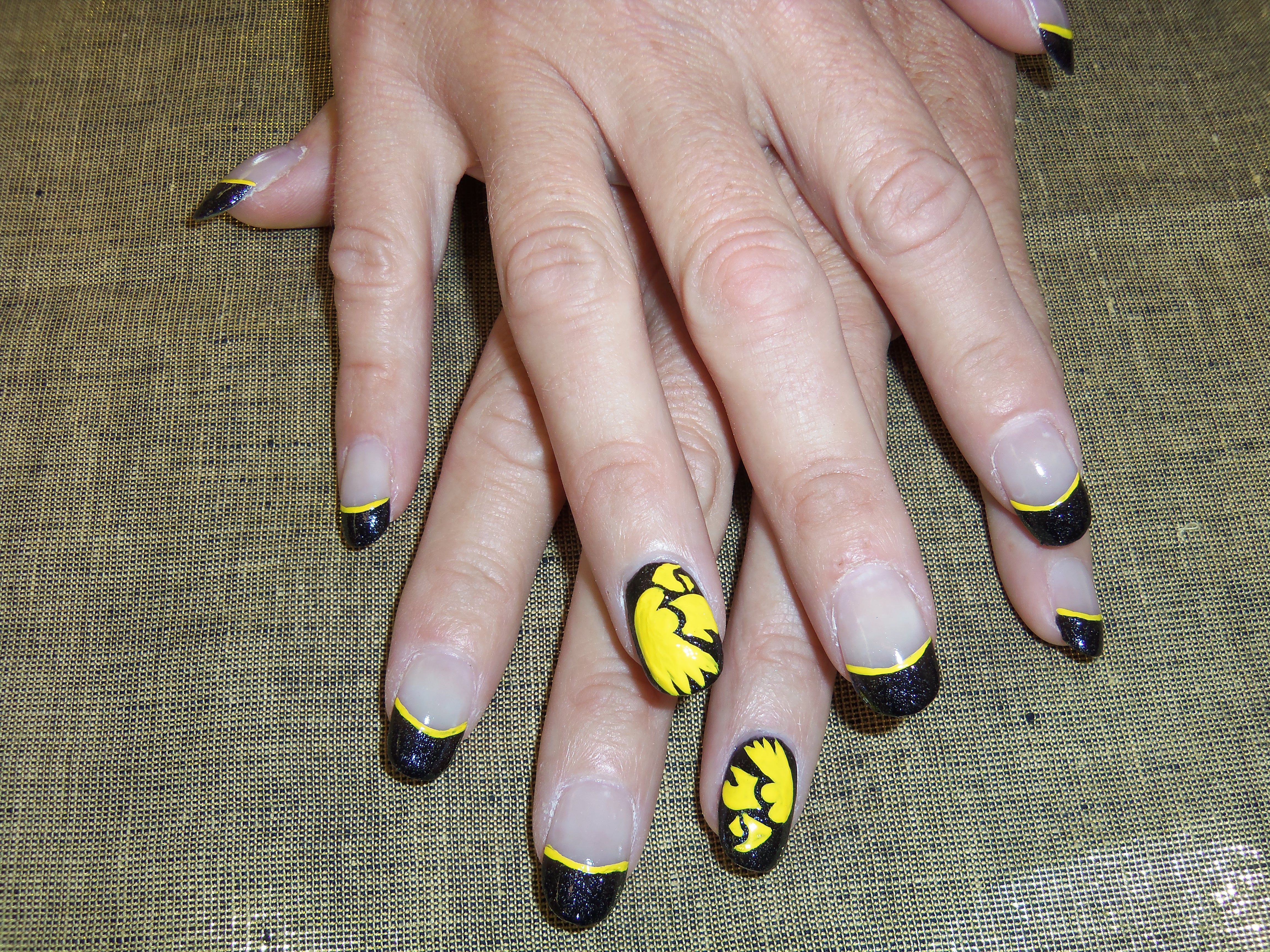 Acrylics with hand painted Iowa Hawkeyes.   My Nail Art   Pinterest