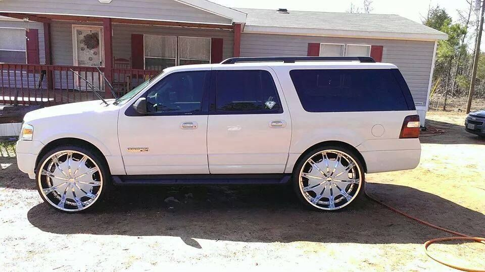 White On White Ford Expedition Sitting On 28 S With Images