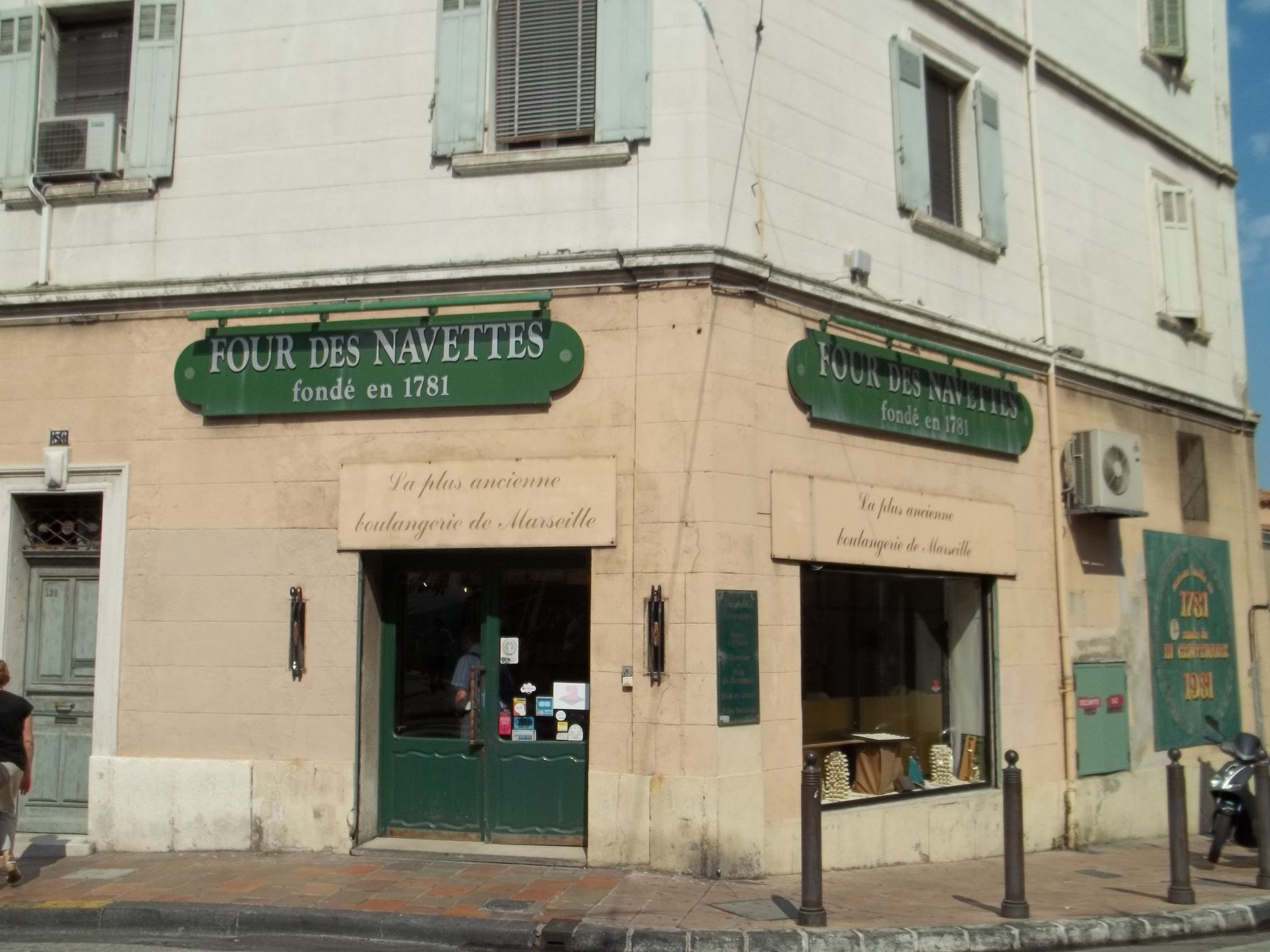 SHOPPING. Four Des Navettes. The Four des Navettes, beside the Abbaye de Saint-Victor, has been baking the navette continuously since 1781.