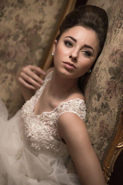 Te aşteptăm laAndree Salonpentru a găsi rochia de poveste! http://goo.gl/cVP173
