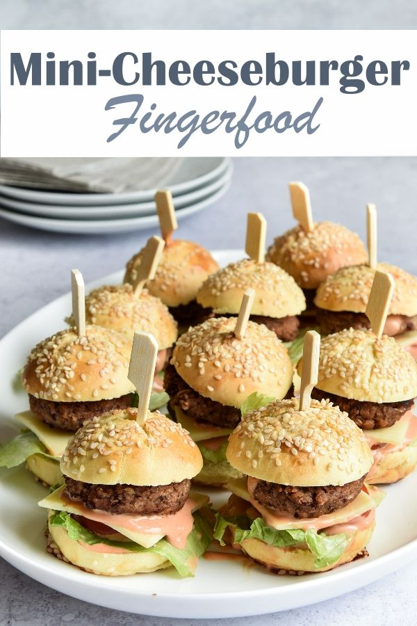 Mini-Cheeseburger. Fingerfood.