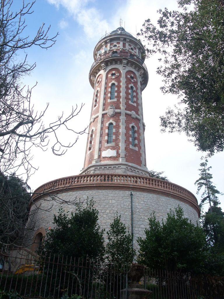 Water Tower At Tibidabo Http Www Urinetown Co Uk Tanque De Agua Depositos De Agua Barcelona