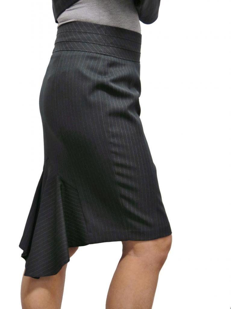 jupe crayon grise rayures avec pans godets godets pencil fashion design. Black Bedroom Furniture Sets. Home Design Ideas