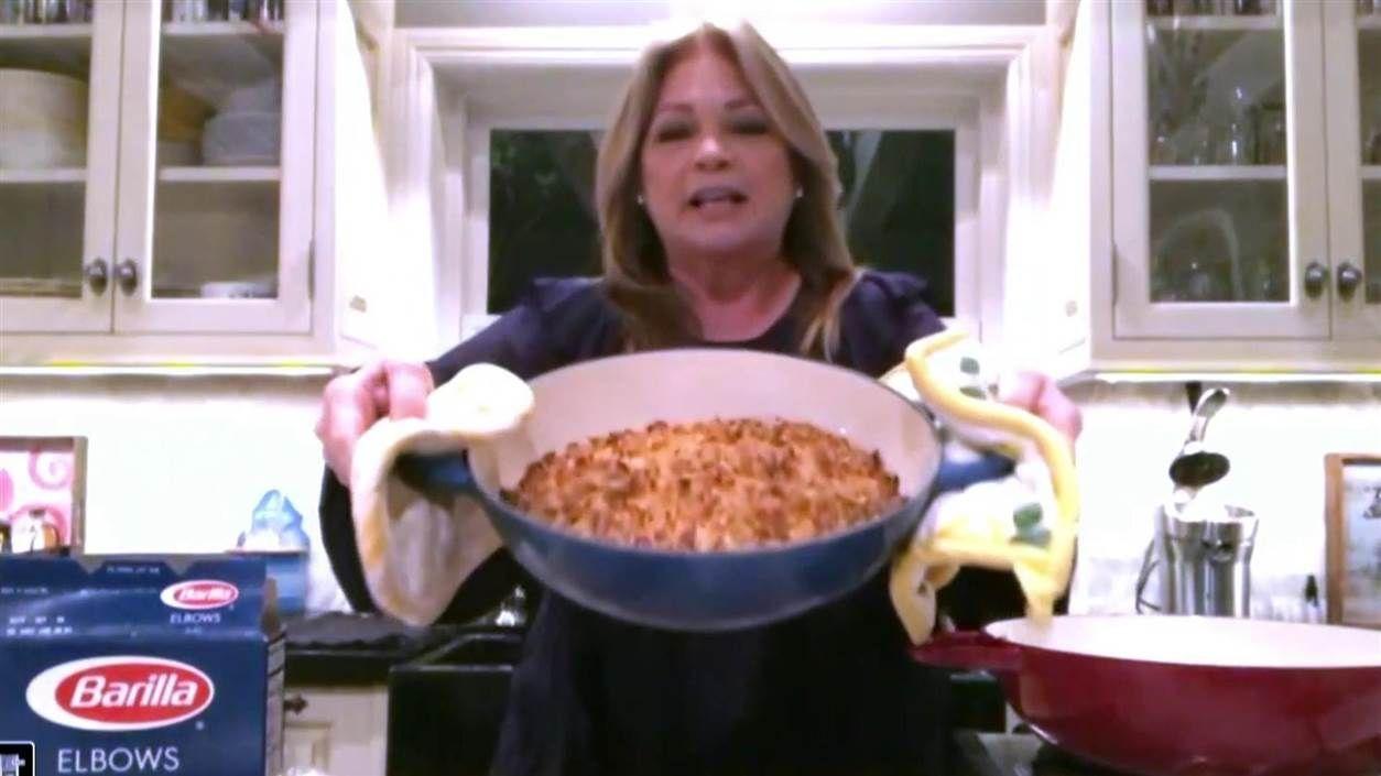 Valerie Bertinelli Tops A Classic Tuna Noodle Casserole With Potato Chips Recipe In 2020 Tuna Noodle Casserole Noodle Casserole Tuna Noodle