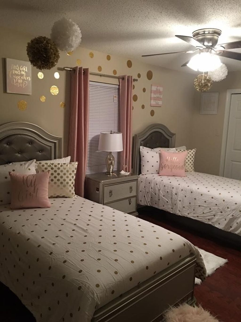 27 Girls Room Decor Ideas To Change The Feel Of The Room Enthusiasthome Shared Girls Bedroom Twin Girl Bedrooms Small Room Bedroom