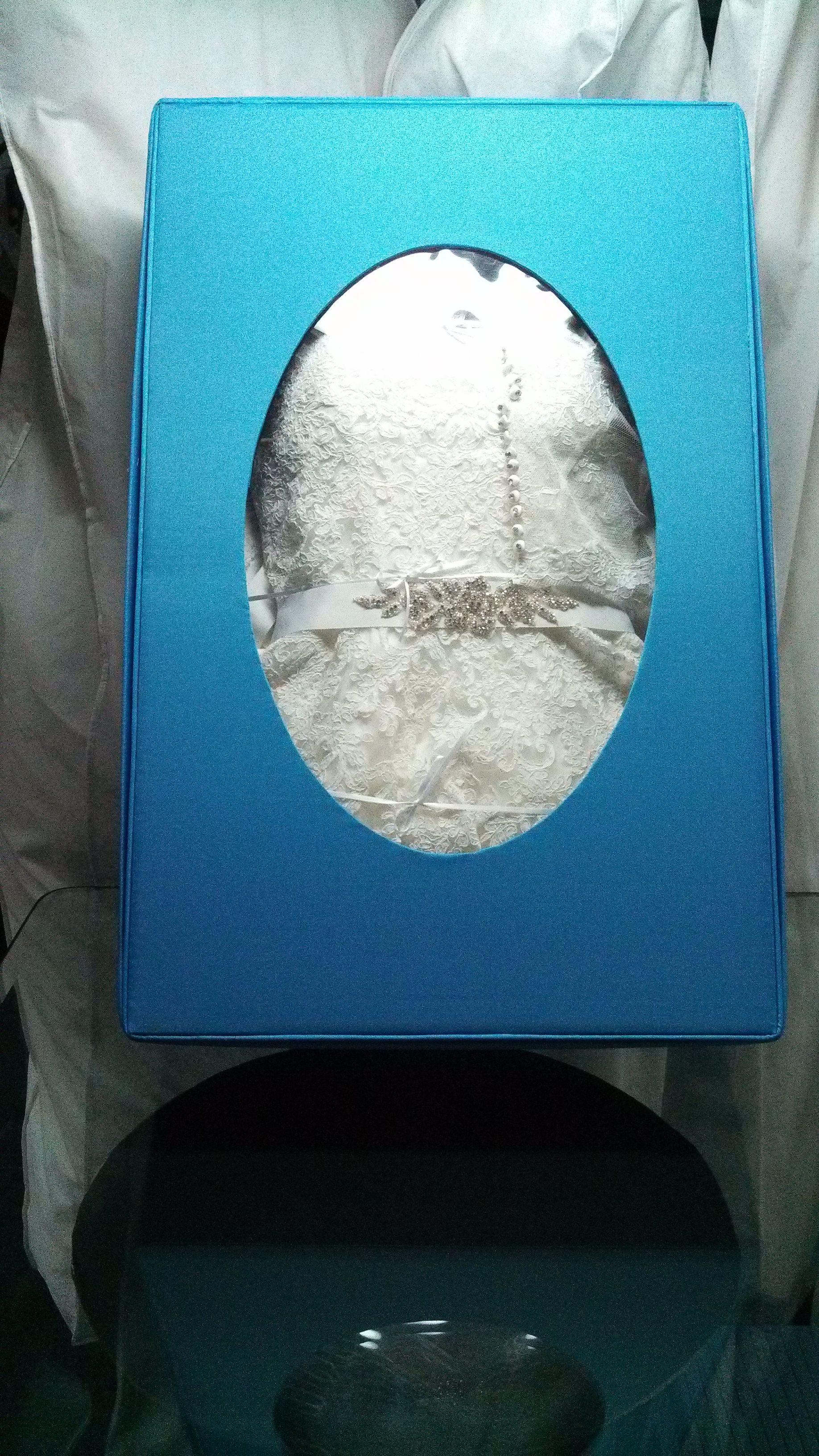 No solo el vestido de Novia tambíen sus accesorios se preservan. pues fueron parte de la Boda, velo y torerita.
