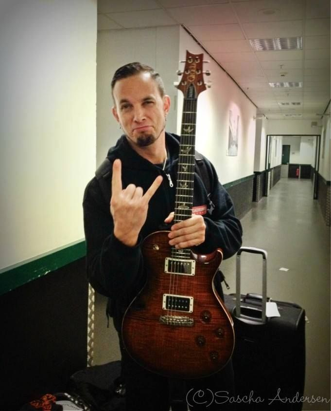 THE #MarkTremonti, ladies and gents. He makes the BEST faces! I just... LUV this guy! One of my fav musicians from my fav band, #AlterBridge. Also has a solo career and began in #Creed, etc. Another fav band of mine. SHUUUUUUUUSH! I know people hate on Stapp but I still luv my Creed. So there. Hehehehe. #music