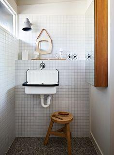 Photo of Badrumsinspiration: Litet badrum med designklassiker