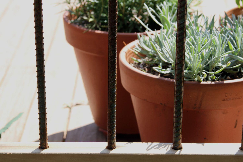 Rebar deck railing. Simple and industrial. By Erik Block Design-Build