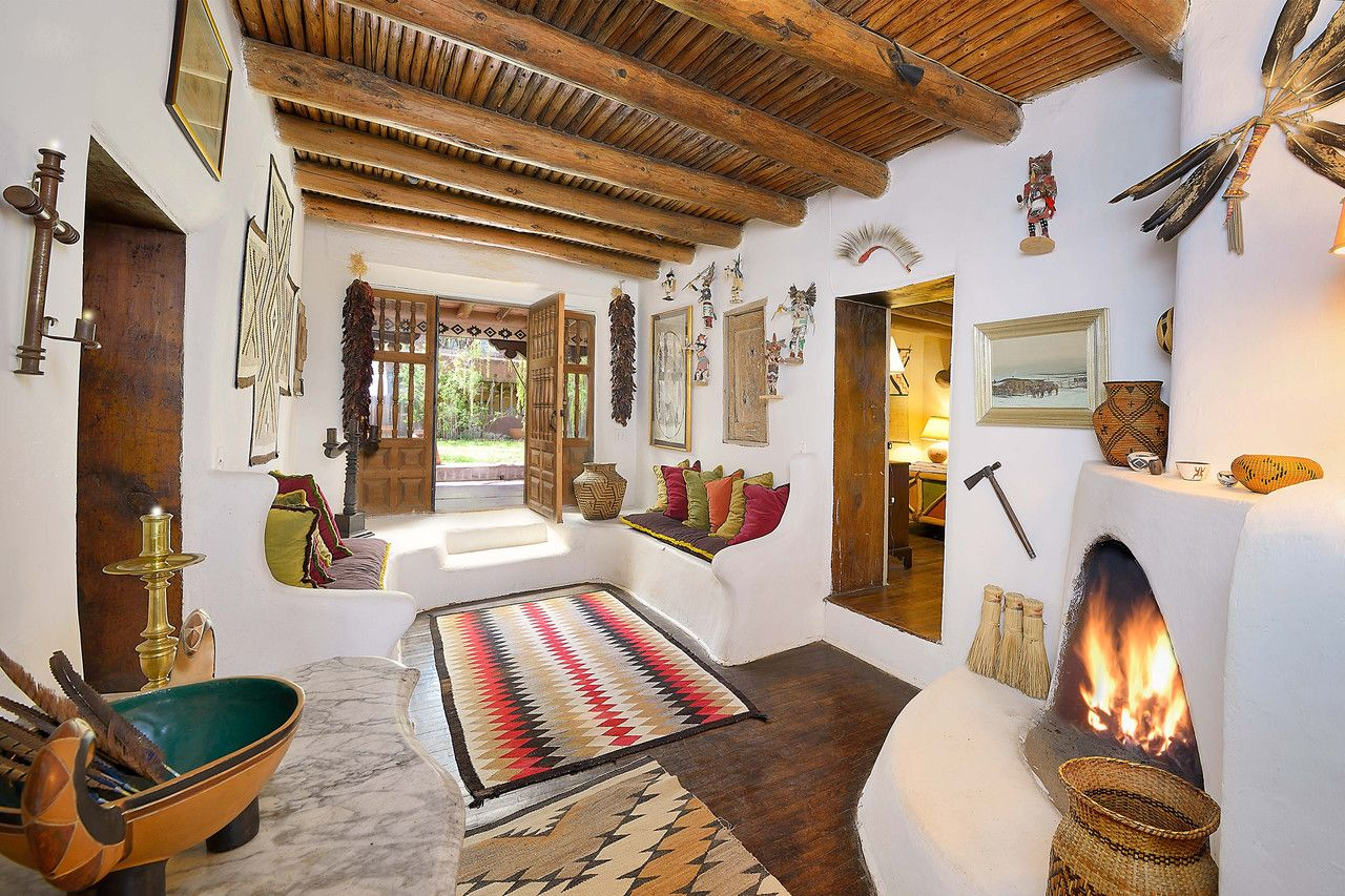 It S One Of The Few Real Adobes Left Says Mrs Peralta Ramos It S Warm In The Winter It S Very Cool In T New Mexico Homes Spanish Style Homes Adobe House