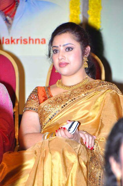Tollywood-actress-meena-cute-saree-photos (5)