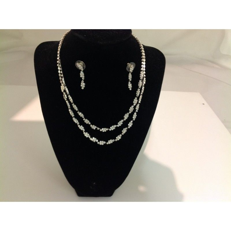 Parure con strass. Costo: € 35,00. Per lo shopping online visita:  www.accessorifashion.com
