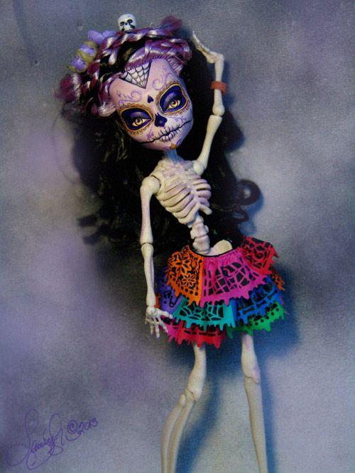 http://laurieleighart.com/images/Esqueleta004.jpg