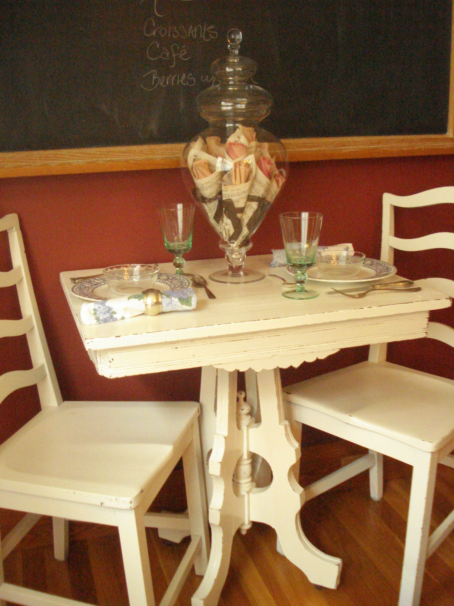 Antique White Table W Vintage Painted Chairs Painted Chairs