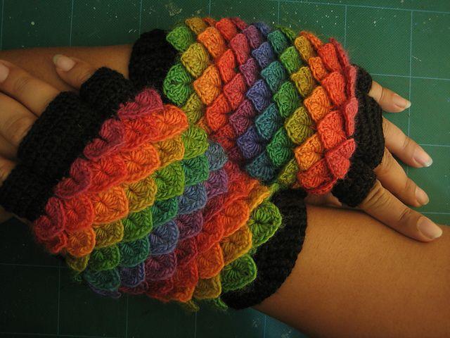 crocodile stitch dragonscale fluffy gloves pattern by tahara