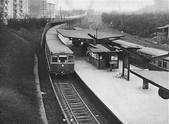 Elegant S Bahn im Bahnhof Humboldthain Berlin Richtung Potsdamer