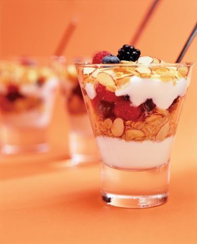 Un desayuno práctico que puedes preparar con días de antelación.  Mezcla tu combinación favorita de frutos secos y semillas y estara lista para el desayuno de cualquier día.
