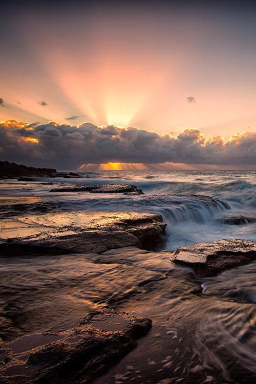 →❤♥…… Sunrise at Sydney Northern Beaches.  Photo credit:  Jason Pang on 500px)