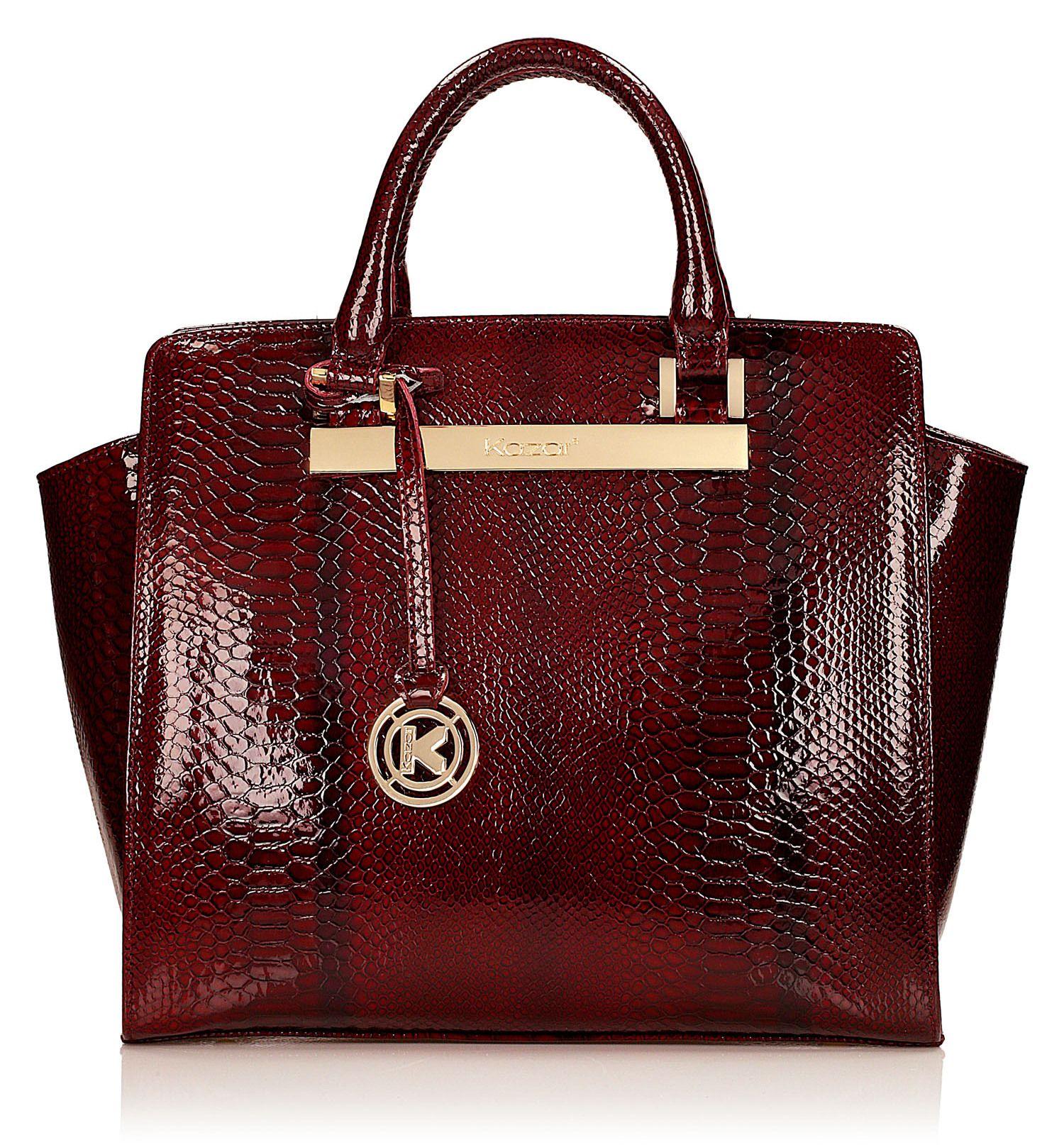 679deac056055 Czerwona torebka damska wykonana z wysokiej jakości lakierowanej skóry  tłoczonej , o niezwykle wyrafinowanej stylistyce.