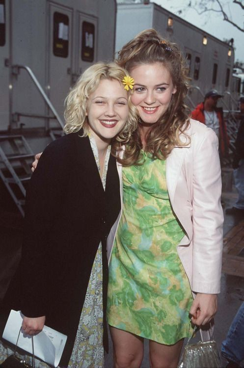 Drew Barrymore & Alicia Silverstone, 1998 Nickelodeon Kid's Choice Awards. | 90s fashion, 90s fashion trending, 90s fashion outfits