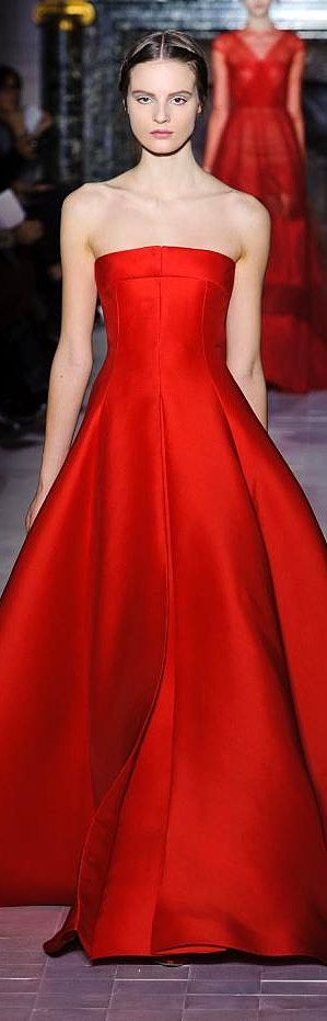 Valentino - Haute Couture S/S 2013 - simple elegance