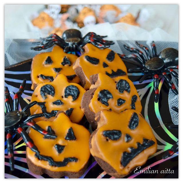 Emilian aitta Halloween Skyr kuppikakut Halloween cupcakes Wilton mold