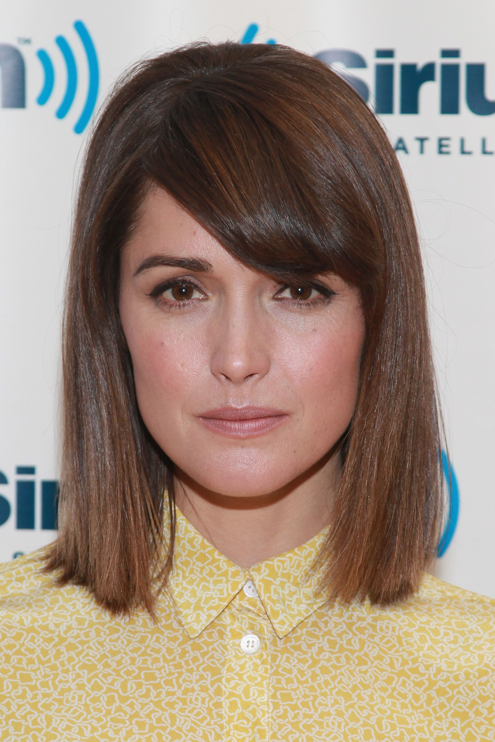 Grooming ladder without bangs on medium hair: who fits, photo