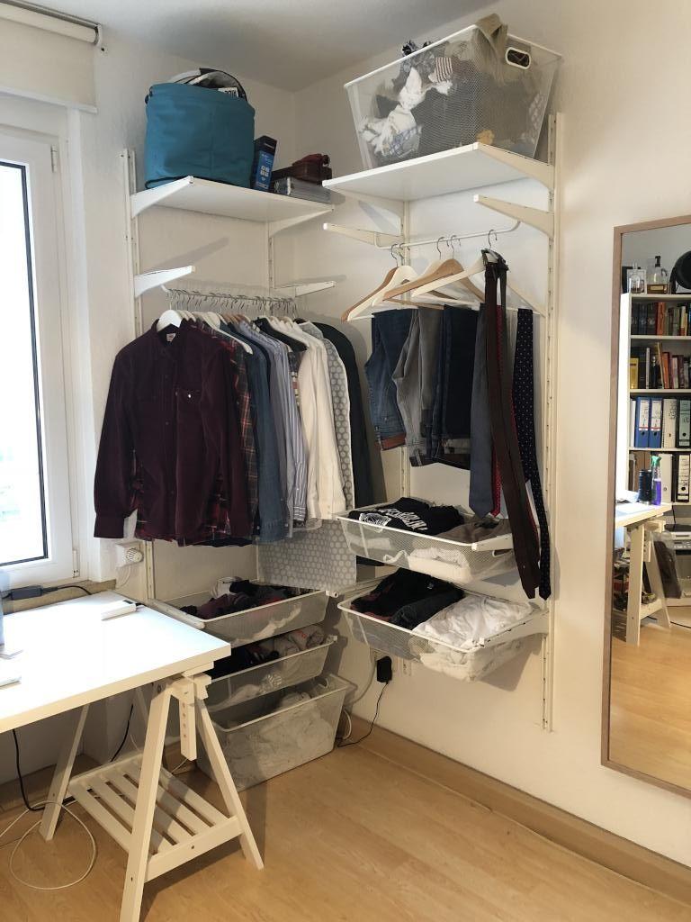 Kleiderstangen Und Offene Schranke Man Hat Alles Im Blick Und Es