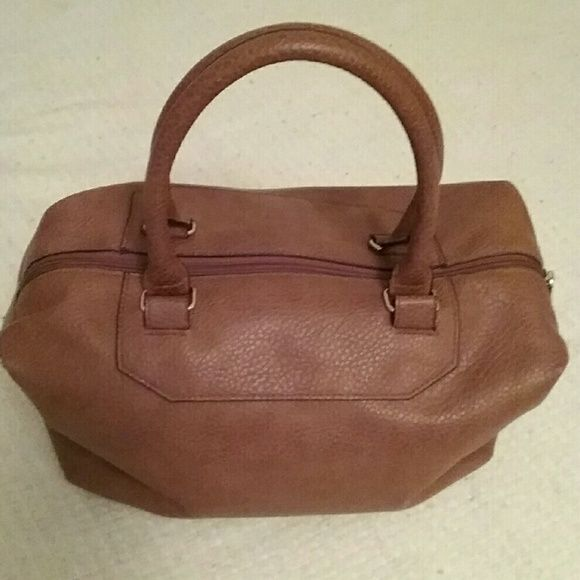 Brown purse Brown exterior and black interior very pretty i use this only once..still in great condition.. H&M Bags Satchels