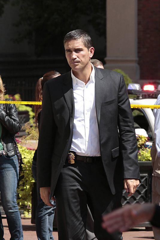 Reese (Jim Caviezel)