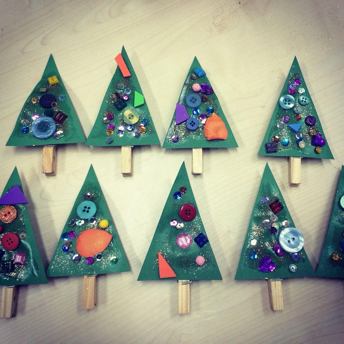 weihnachtsbaum auf klammern basteln mit kindern im winter baum basteln mit kindern. Black Bedroom Furniture Sets. Home Design Ideas
