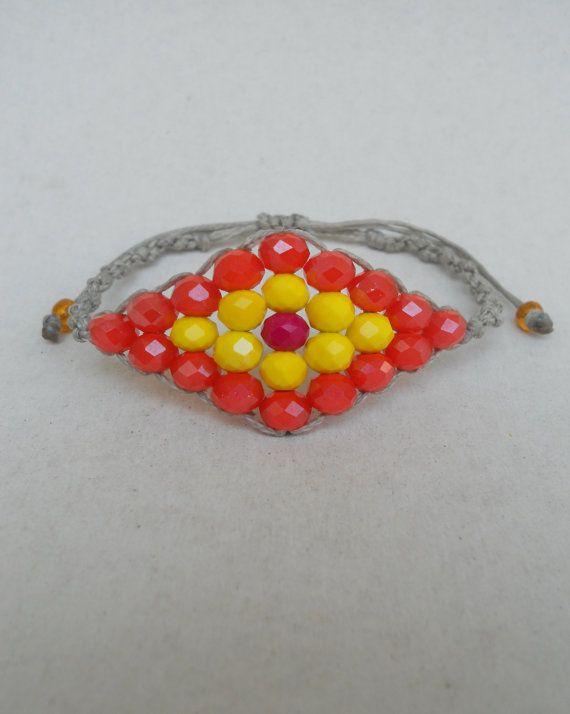 He encontrado este interesante anuncio de Etsy en https://www.etsy.com/es/listing/196741022/evil-eye-bracelet-with-faceted-crystal