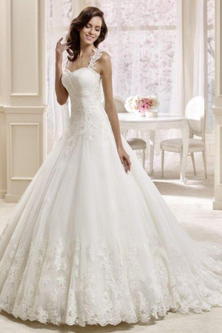 3692b6d98fe3 outlet abiti sposa on line scollo a cuore strascico corto tessuti  utilizzati pizzo