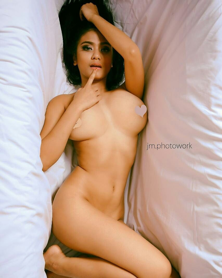 asian-beauty-nude-pose