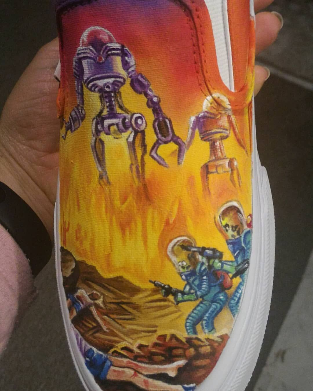 One side done ! #marsattacks #cultmovies #customvansshoes #customshoes #workinprogress #angeluspaints #instashoes