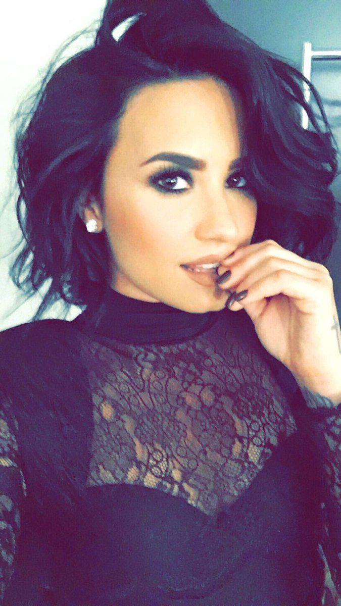 Demi Lovato Short Blonde Hair